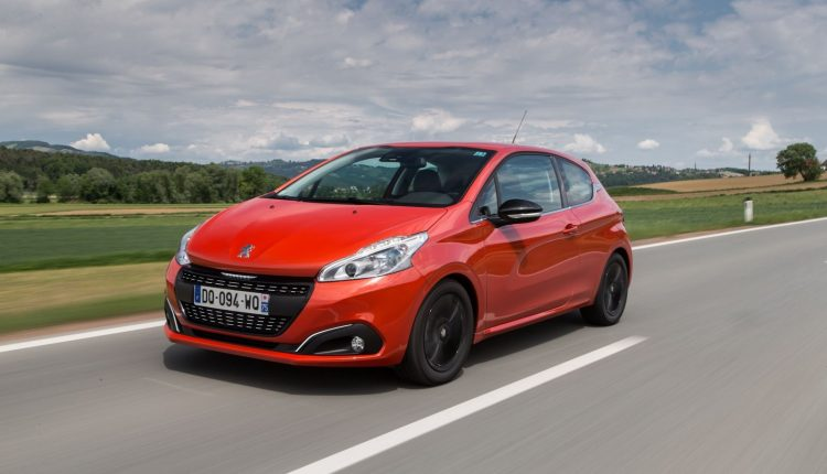 Peugeot-208_05