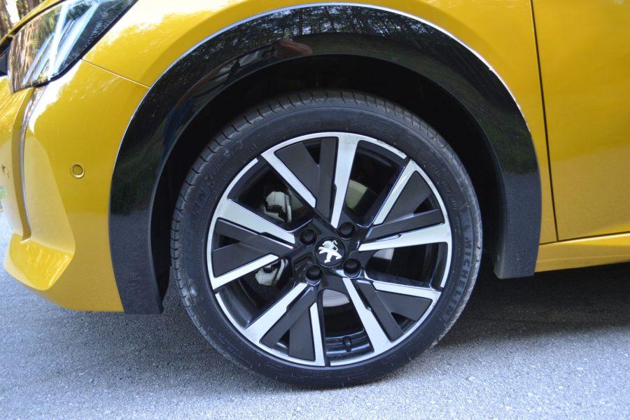 2020_10_Peugeot208_03
