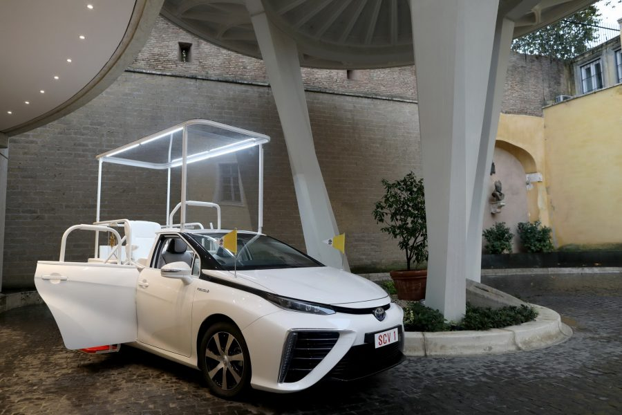 Toyota-Mirai-Popemobile-06
